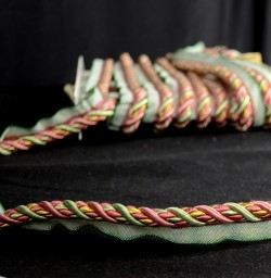 401 238 Green Gold Red Lip Cord